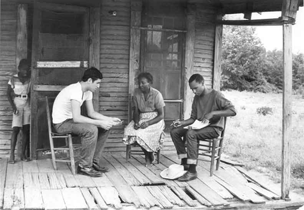 Photo: Two students registering a Mississippi woman   1964 Ted Polumbaum Collection /Newseum