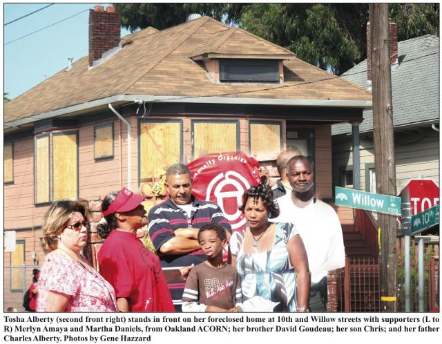 West Oakland Family Fights Foreclosure Photo: © 2009  Oakland Post/ Gene Hazzard